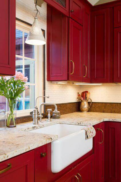 Red and white kitchen designs are very in for some years now, either people want a vintage look or a very clean contemporary one. For more kitchen decor go to thekitchenvibe.com