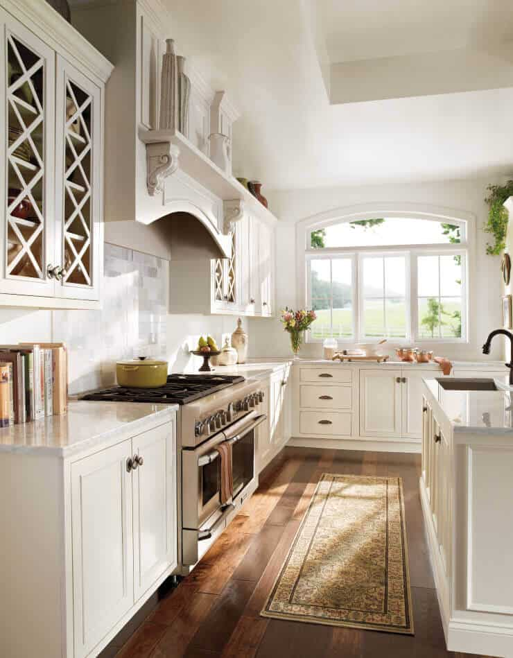 We bet you will end up with a checklist of things you want to include in your farmhouse kitchen remodel after these ideas. More Ideas at thekitchenvibe.com