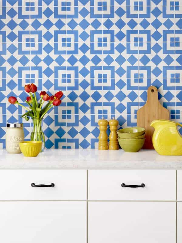 These ideas are the most sought for those who prefer a larger option for a personalized kitchen remodel backsplash because there are uncountable options when you pick your new backsplash.